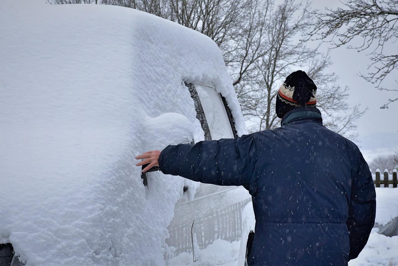 O czym trzeba pamiętać zimą, dbając o auto?